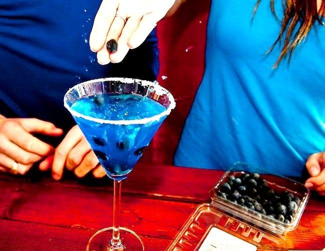 Titel afbeelding Make a Blue Mermaid Martini Step 8