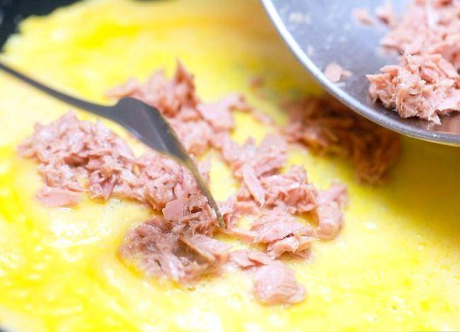 Titel afbeelding Make a Tuna Egg Omelet Step 5