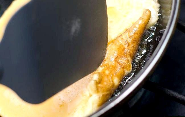 Titel afbeelding Cook a Basic Omelet Step 6