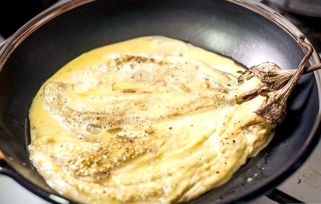 Titel afbeelding Cook an Eggplant Omelet Stap 9
