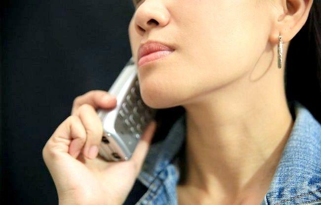 Afbeelding met de titel Not Be Nervous When Speaking to Strangers on the Phone Stap 10