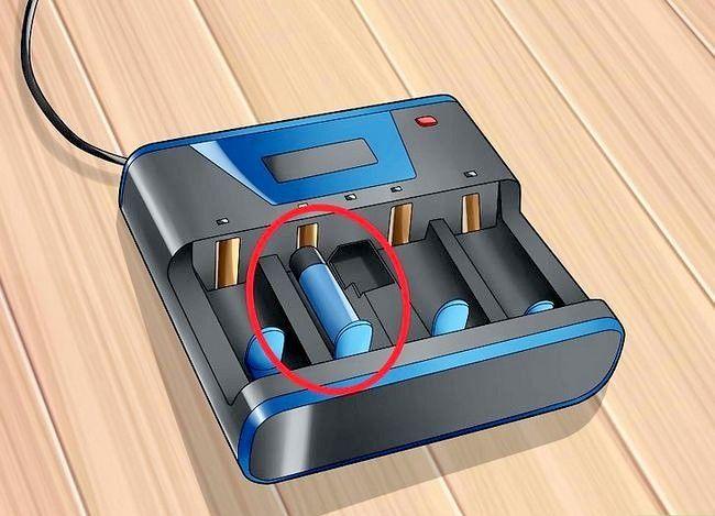 Titel afbeelding Recharge Batteries Step 4