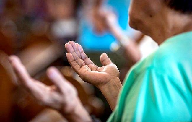 Titel afbeelding Take Communion in the Catholic Church Step 3