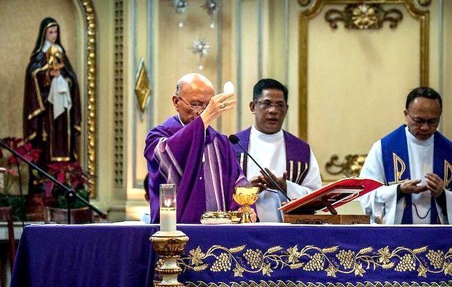 Titel afbeelding Take Communion in the Catholic Church Step 4