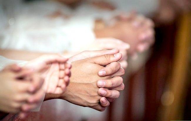 Titel afbeelding Take Communion in the Catholic Church Step 9