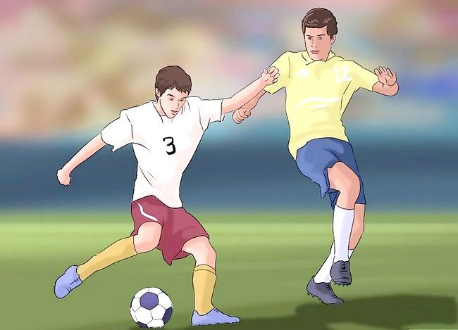 Titel afbeelding Have Strong Defensive Stance in Soccer Step 5
