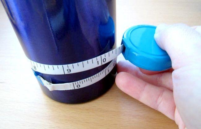Hoe een mouw te haken voor een fles water