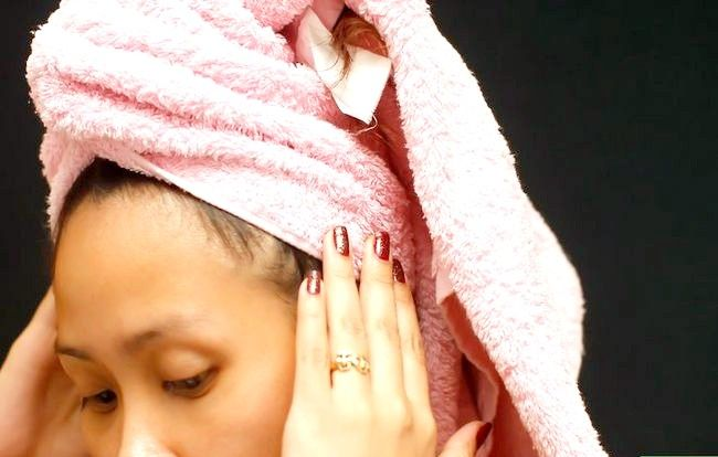 Titel afbeelding Treat Dry Hair Step 7