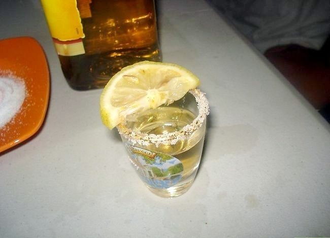 Titel afbeelding Take a Shot of Tequila Like a Man Stap 1