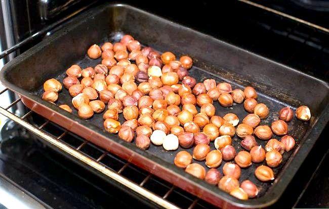 Titel afbeelding Roast Hazelnuts Step 6