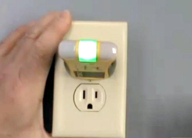 Titel afbeelding Use Voltage Testers Step 4