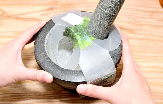 Titel afbeelding Use a Mortar and Pestle Step 2
