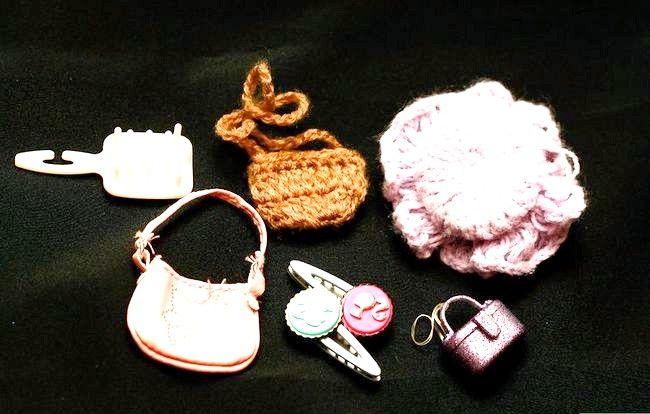Titel afbeelding Dress a Barbie Doll Step 4